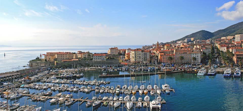 Choisir un ferry pour aller en corse - Location voiture bastia port ...