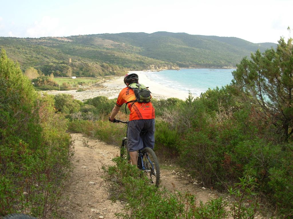 Découvrir les chemins de Porto Pollo en vélo