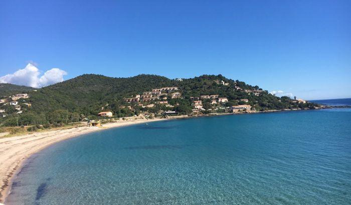 Ou dormir les pieds dans l'eau en Corse ?
